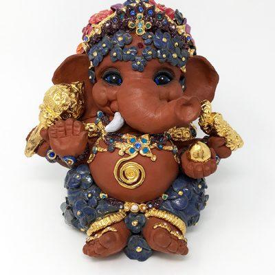 Brigitte Saugstad Ganesha- Enfant Fleur 21x22x19 A