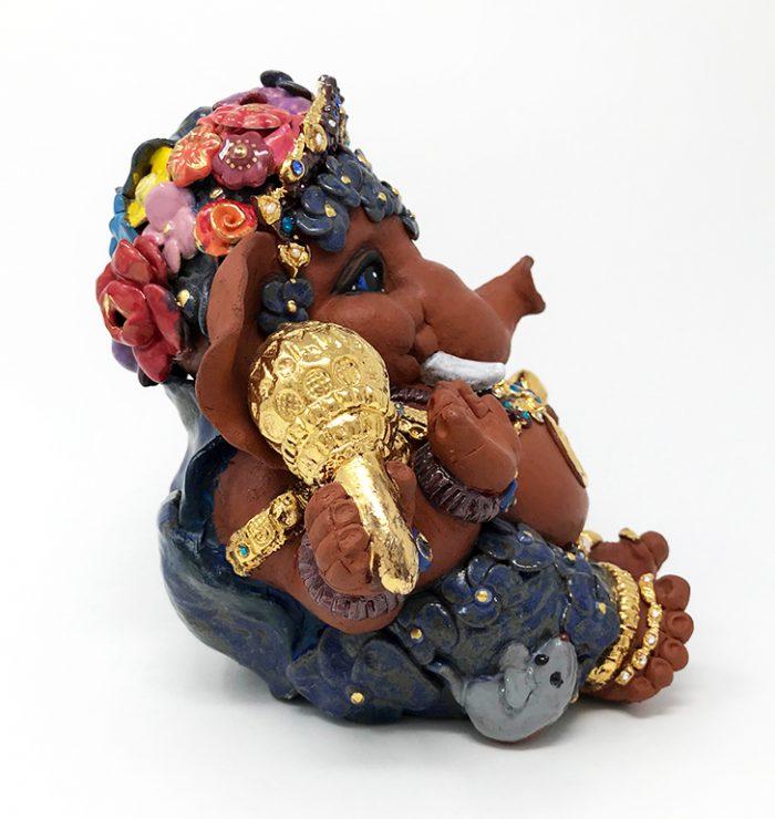 Brigitte Saugstad Ganesha- Enfant Fleur 21x22x19 C