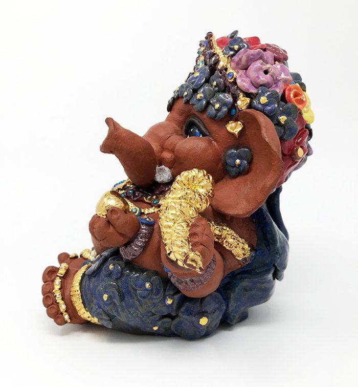 Brigitte Saugstad Ganesha- Enfant Fleur 21x22x19 E