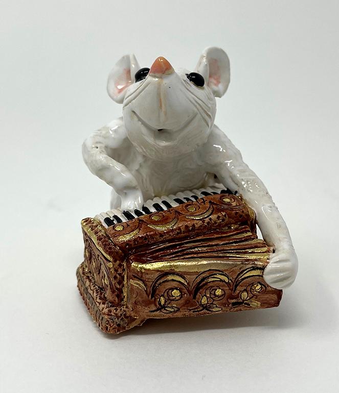 Brigitte Saugstad Mouse-8 statue, sculpture, figurine, mouse -B